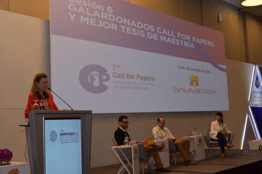 11. Entrega de reconocimientos a los ganadores del Call For Papers 2017 por parte de Marco Franco - Director de Tesorería de Davivienda